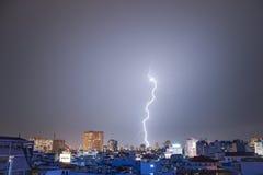 Relâmpago requintado sobre Hanoi Fotografia de Stock