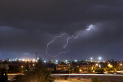Relâmpago sobre a cidade de Madrid, Spain fotografia de stock