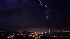 Relâmpago, temporal no céu nocturno Fotos de Stock Royalty Free