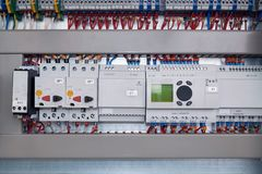 Rel? di controllo di fase, interruttore di protezione del motore, alimentazione elettrica e regolatore fotografia stock libera da diritti