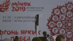 Relè di torcia di fuoco olimpico durante la fiamma di pace prima dei secondi giochi europei 2019 a MINSK BOBRUISK, BIELORUSSIA 06 video d archivio