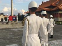 Relèvement du drapeau à Taïwan Photographie stock libre de droits
