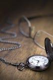 Relógio Chain e tempo que vão perto Fotografia de Stock