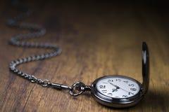 Relógio Chain e tempo que vão perto Imagem de Stock Royalty Free