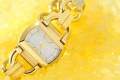 Relógio da mulher do ouro Imagem de Stock