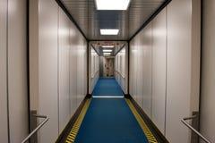 Relógio da saída do avião do aeroporto sua etapa Fotografia de Stock