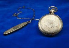 Relógio de bolso antigo do ouro e Fob Fotografia de Stock