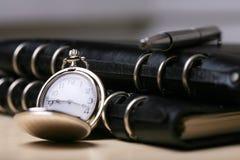Relógio de bolso com caderno Imagens de Stock Royalty Free