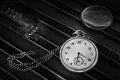 Relógio de bolso com trem Fotografia de Stock Royalty Free