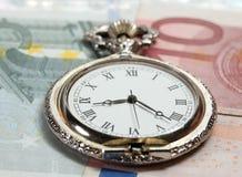 Relógio de bolso de prata velho com EURO- curerrency Foto de Stock Royalty Free
