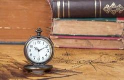 Relógio de bolso do vintage no mapa velho Imagem de Stock