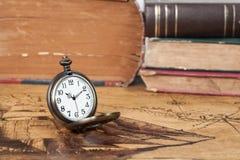 Relógio de bolso do vintage no mapa velho Fotos de Stock Royalty Free