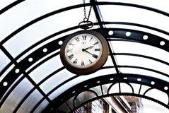Relógio de bolso velho do vintage que pendura do dossel fotos de stock royalty free