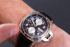 Relógio de pulso dos homens Fotos de Stock Royalty Free