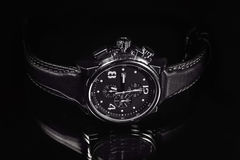Relógio de pulso no fundo escuro Foto de Stock