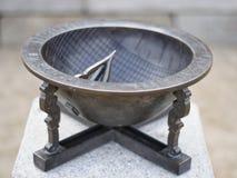 Relógio de sol antigo do metal foto de stock royalty free