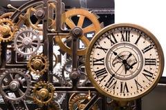 Relógio do vintage com a instalação de madeira das engrenagens Fotografia de Stock Royalty Free