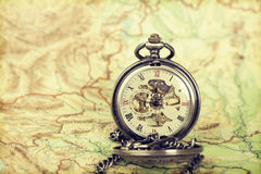 Relógio do vintage no mapa antigo Imagens de Stock