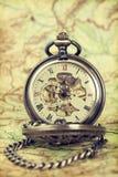 Relógio do vintage no mapa antigo Imagem de Stock Royalty Free