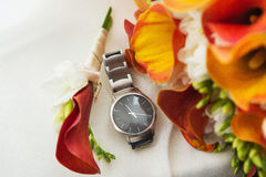 Relógio e boutonniere luxuosos Fotografia de Stock