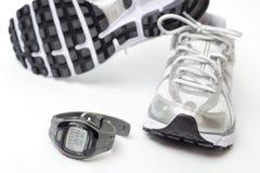 Relógio e sapatas do esporte imagem de stock royalty free