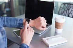 Relógio eletrônico tocante Imagem de Stock Royalty Free