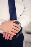 Relógio em uma mão no homem Imagem de Stock Royalty Free