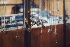Relógio marcado do vintage no suporte Fotos de Stock