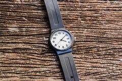 Relógio na tabela Foto de Stock