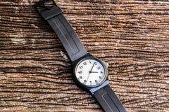 Relógio na tabela Imagem de Stock