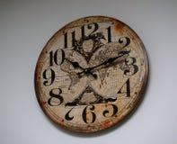 Relógio no fundo branco Fotos de Stock Royalty Free