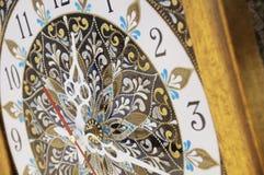 Relógio pintado à mão quadrado de Brown com pinturas acrílicas do contorno foto de stock