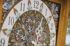 Relógio pintado à mão quadrado de Brown com pinturas acrílicas do contorno imagem de stock royalty free