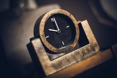 Relógio velho com um seletor preto Foto de Stock