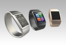 Relógios de Smart no fundo do inclinação. Fotos de Stock Royalty Free