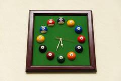 Relógios feitos das bolas de bilhar Imagens de Stock