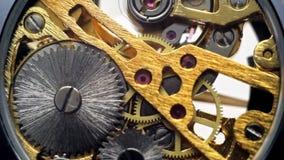 Relógios mecânicos da movimentação, engrenagens no pulso de disparo video estoque