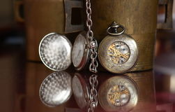 Relógios velhos - ascendente próximo Foto de Stock