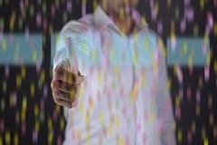 Relação do tela táctil do dedo do homem com luzes da cor fotografia de stock royalty free