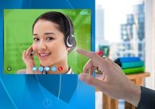Relação video social tocante do App do bate-papo da mão Fotografia de Stock Royalty Free