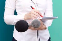 Relações públicas - PR Conferência de imprensa do journalista imagens de stock royalty free