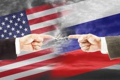 Relações tensas entre Rússia e o Estados Unidos Fotos de Stock
