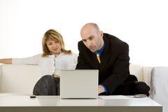 Relación con el cliente en la computadora portátil Imagenes de archivo