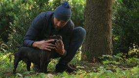 Relación entre los seres humanos y los animales domésticos almacen de metraje de vídeo