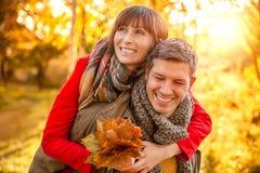 Relacionamento da queda do outono fotos de stock