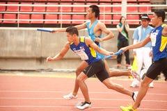 Relais in Thailand Open-athletischer Meisterschaft 2013. Lizenzfreies Stockfoto