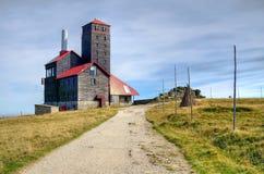 Relaisstation in den Bergen Stockbilder