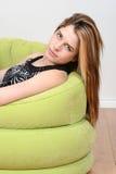 Relajación adolescente del retrato en silla Foto de archivo libre de regalías