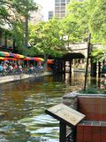 Relajación al lado del agua Foto de archivo libre de regalías