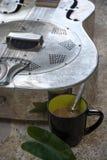 Relajación, comodidad, ocio, vacaciones, café de la guitarra imagen de archivo
